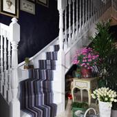Под лестницей...