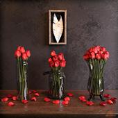 Розы в вазах на комоде в классическом стиле