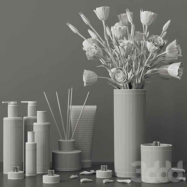 Декоративный набор с букетом лизиантуса и косметикой