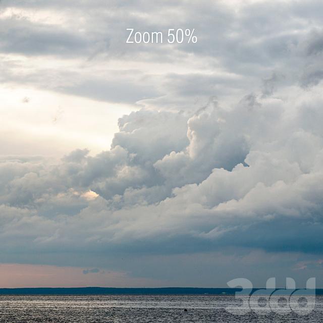 Вечерние пасмурные облака над морем