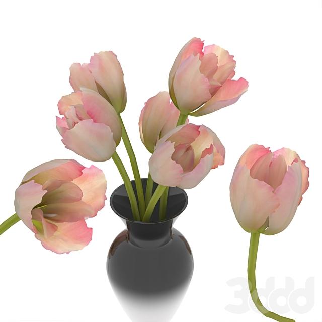 керамическая ваза с букетом тюльпанов