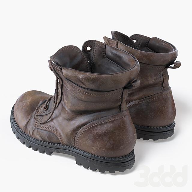 Старые ботинки.